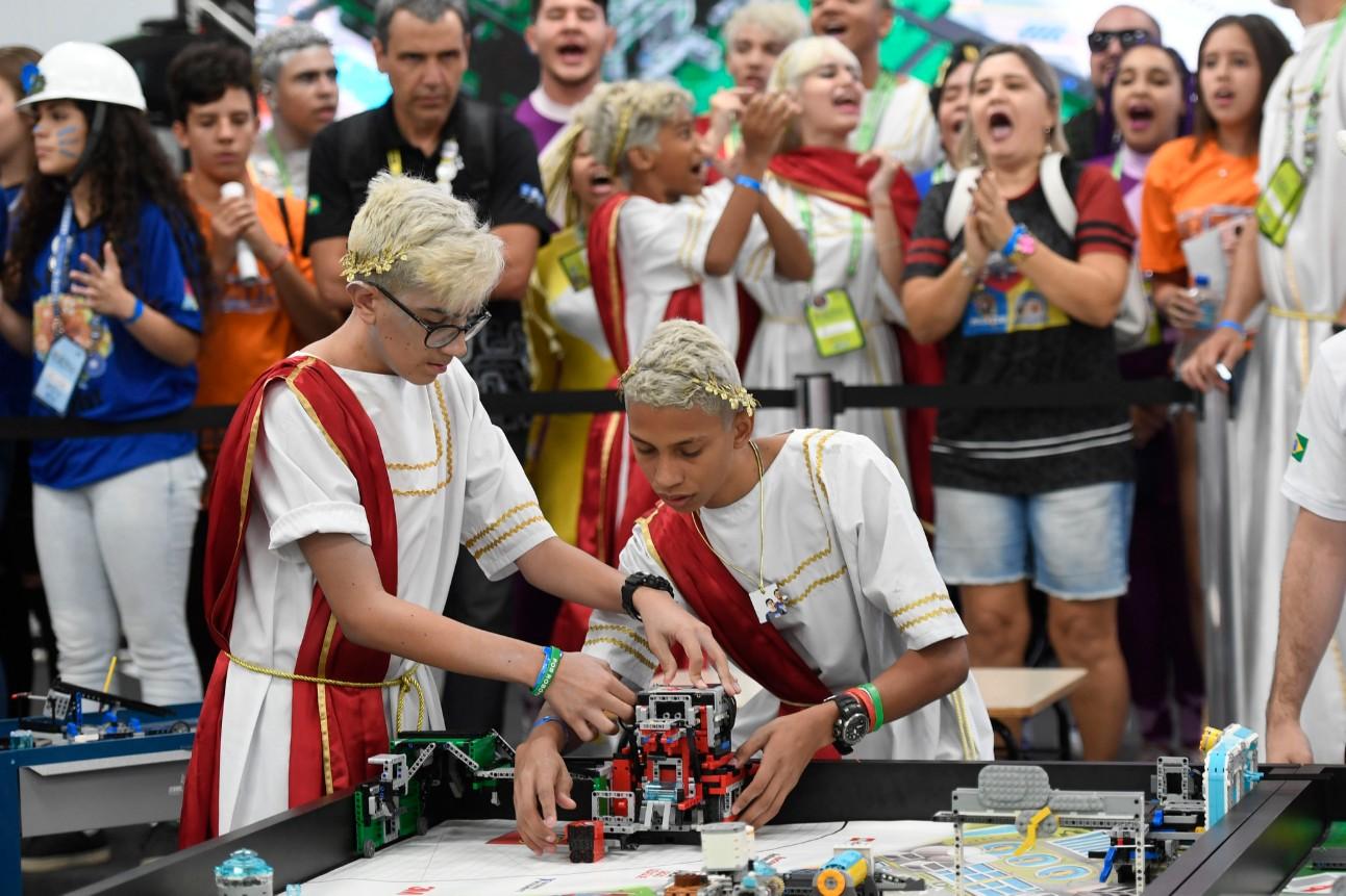14ddb5123 Uma das novidades de 2019 é a estreia do Torneio SESI de Robótica FIRST  Tech Challenge (Desafio tecnológico): 16 equipes, formadas por alunos de 15  a 18 ...
